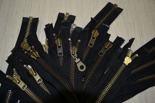 zippers ykk8 open